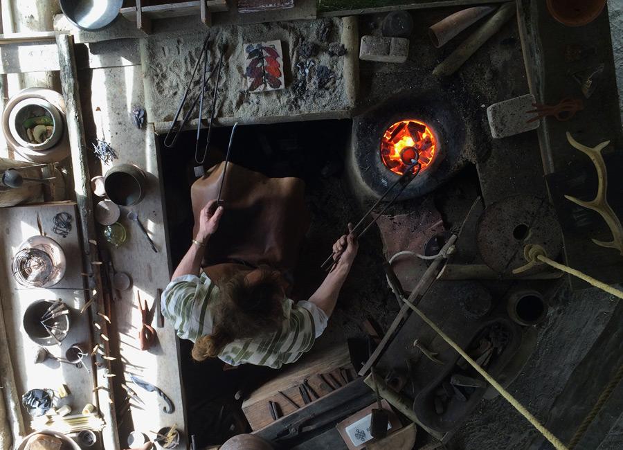 Le travail du bronze au Village Gaulois