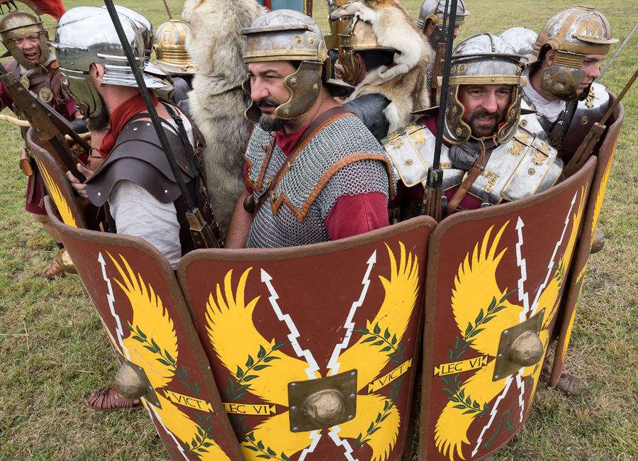 Les Romains en formation de combat au Village Gaulois