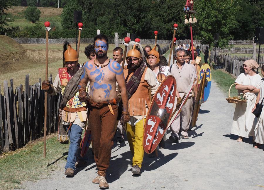 Les Gaulois défendent le Village Gaulois