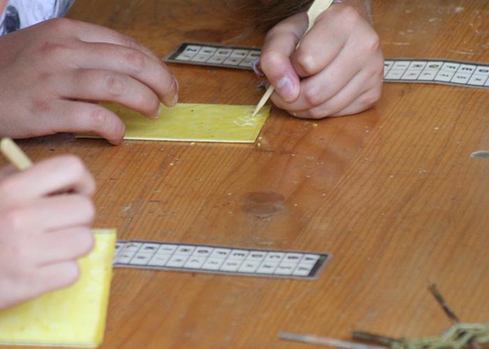 Les ateliers pédagogiques scolaires au Village Gaulois